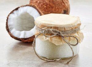 Rafinowany i nierafinowany olej kokosowy – który na włosy, a który na talerz?