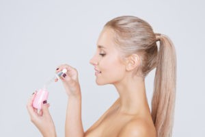 Jak stosować serum do twarzy, by było maksymalnie skuteczne?