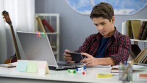 Problemy Rzeczywistości Wirtualnej u Nastolatków. Co to Znaczy dla Rodziców?